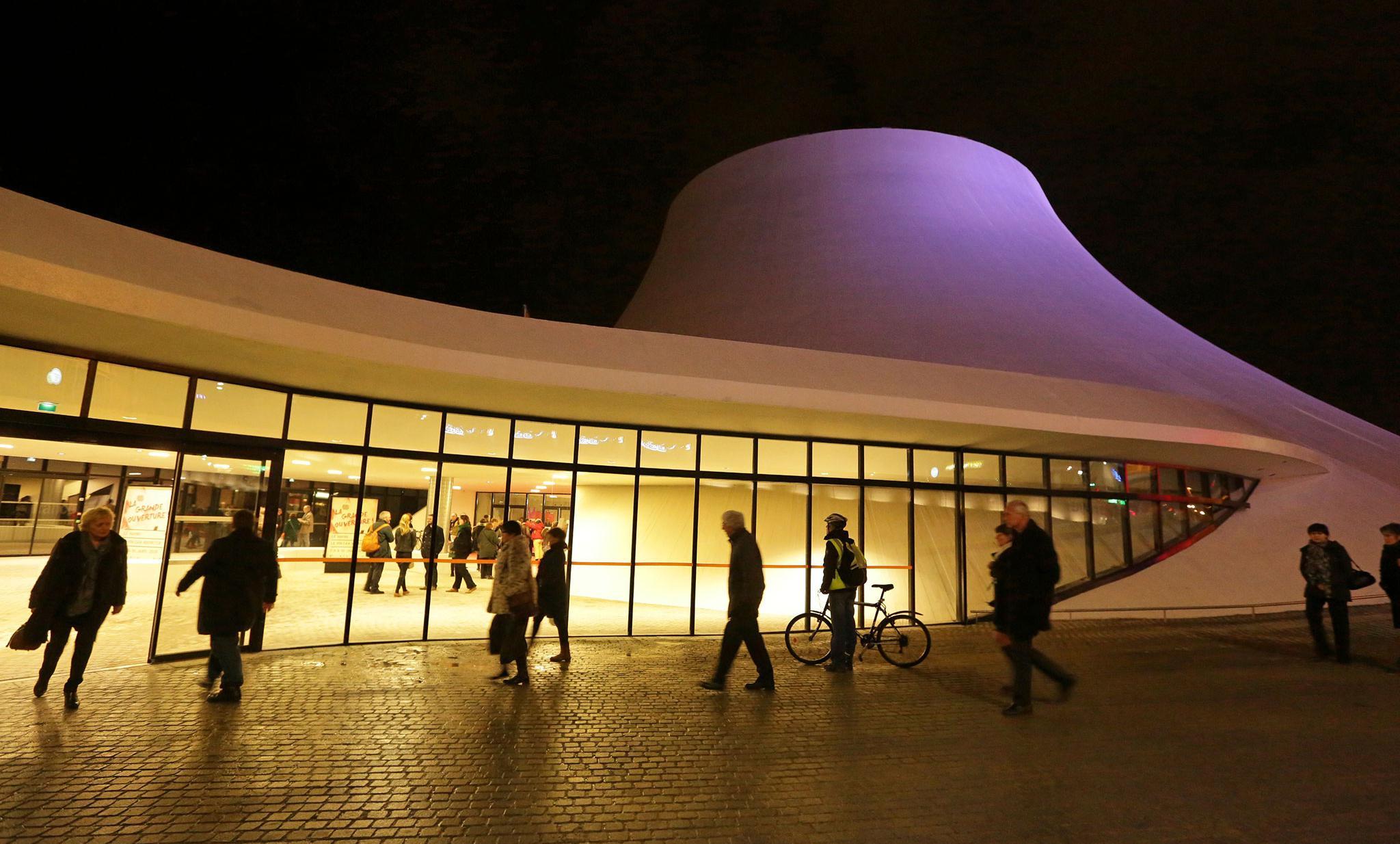 L'espace Oscar Niemeyer de nuit