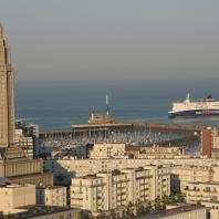 Haute de 120 m, l'église Saint-JOseph est le premier monument que l'on voit en arrivant au Havre par la mer