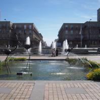 La place de l'Hôtel de Ville vers la rue de Paris
